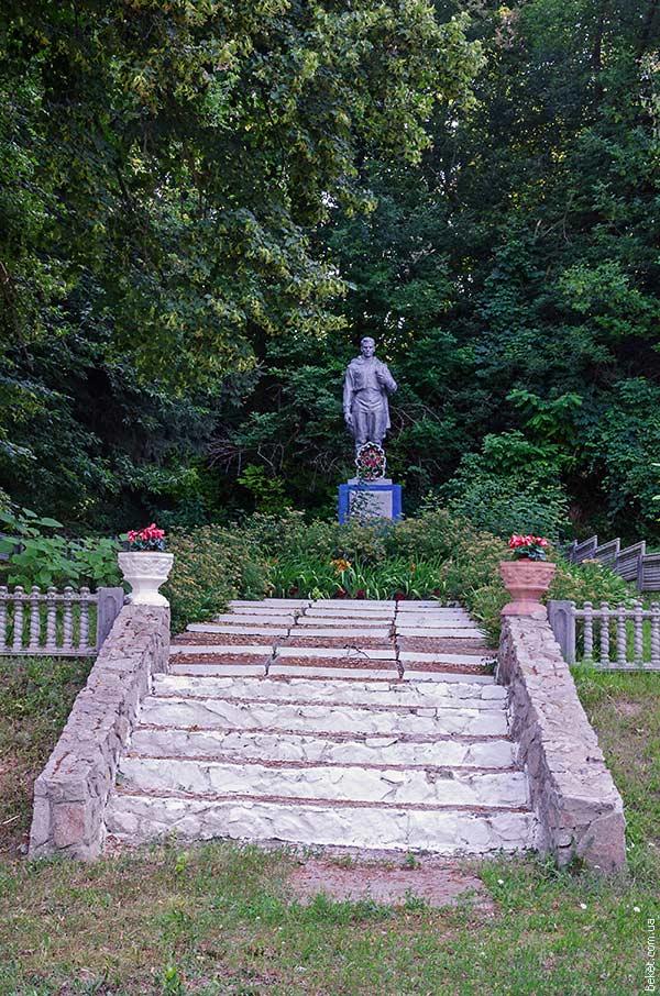 Пам'ятник загиблим воїнам