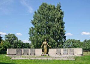 Монумент загиблим воїнам односельчанам 24.07.2011