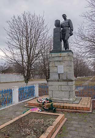 Пам'ятник воїнам визволителям 16.03.2013