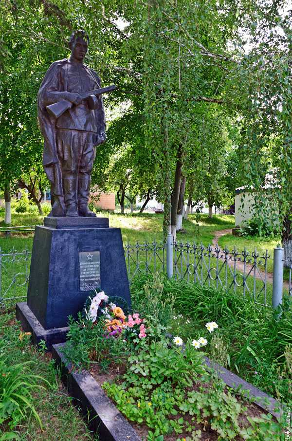 Пам'ятник загиблим односельчанам