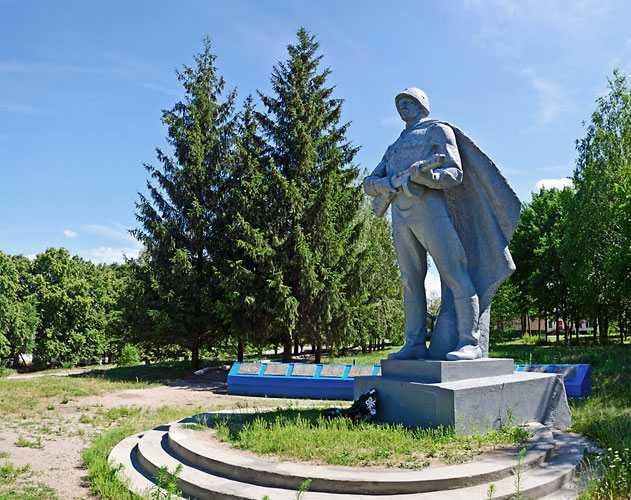 Пам'ятник загиблим воїнам-односельчанам